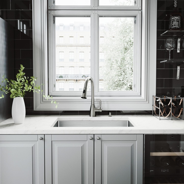 VIGO 30-inch Mercer Stainless Steel Undermount Sink/Aylesbury Faucet ...