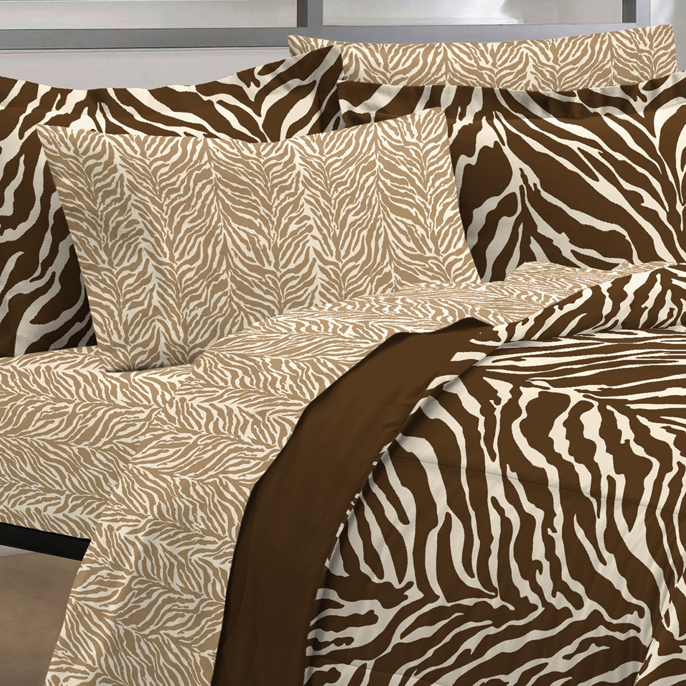 Shop Zebra Microfiber 6 Piece Bed In A Bag With Sheet Set   Free Shipping  Today   Overstock.com   6814029