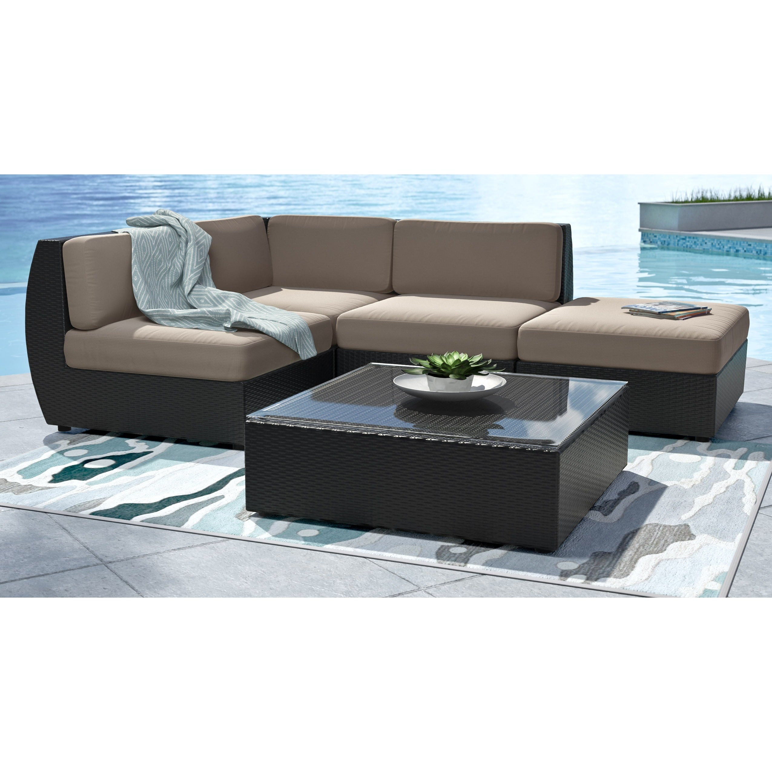 Corliving Seattle Curved 5 Piece Sectional Patio Set