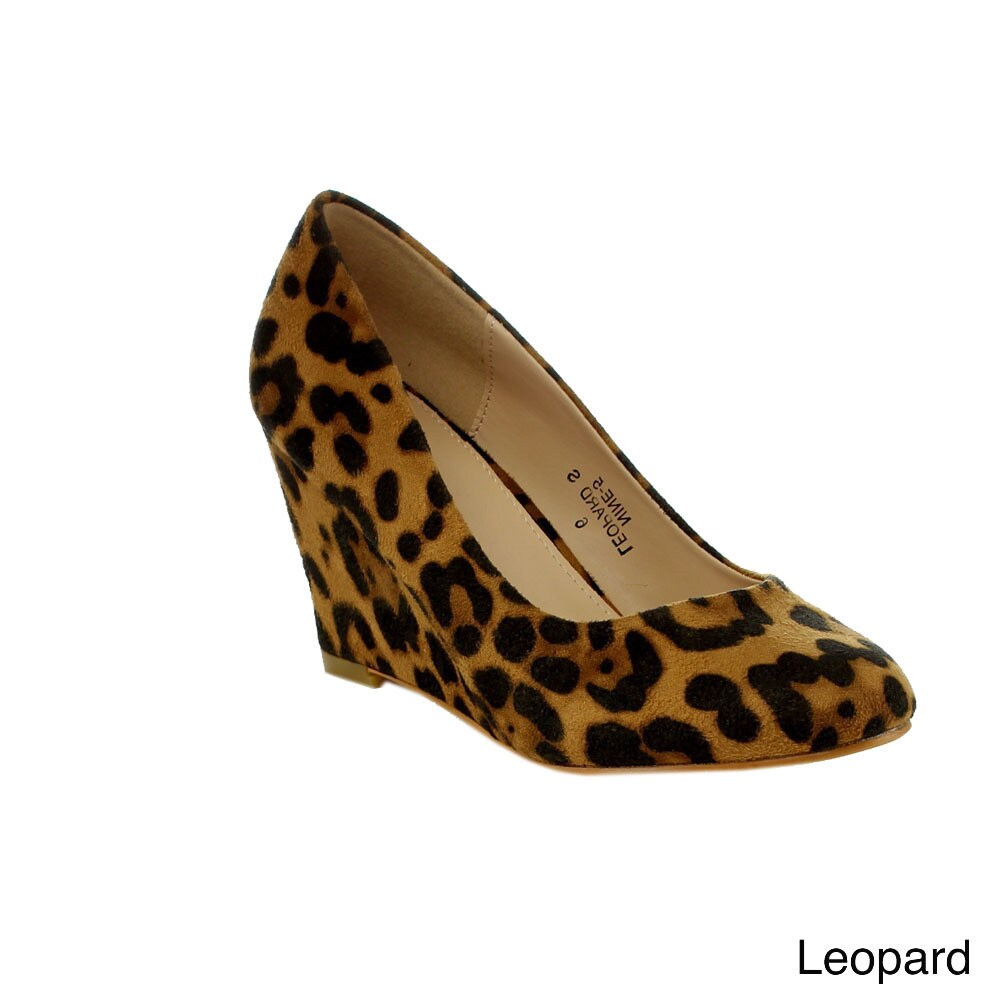 bedd0f47079af Shop BELLAMARIE NINE-5 Women s Classic Almond Toe Mid Wedges - Free  Shipping On Orders Over  45 - Overstock - 9161149