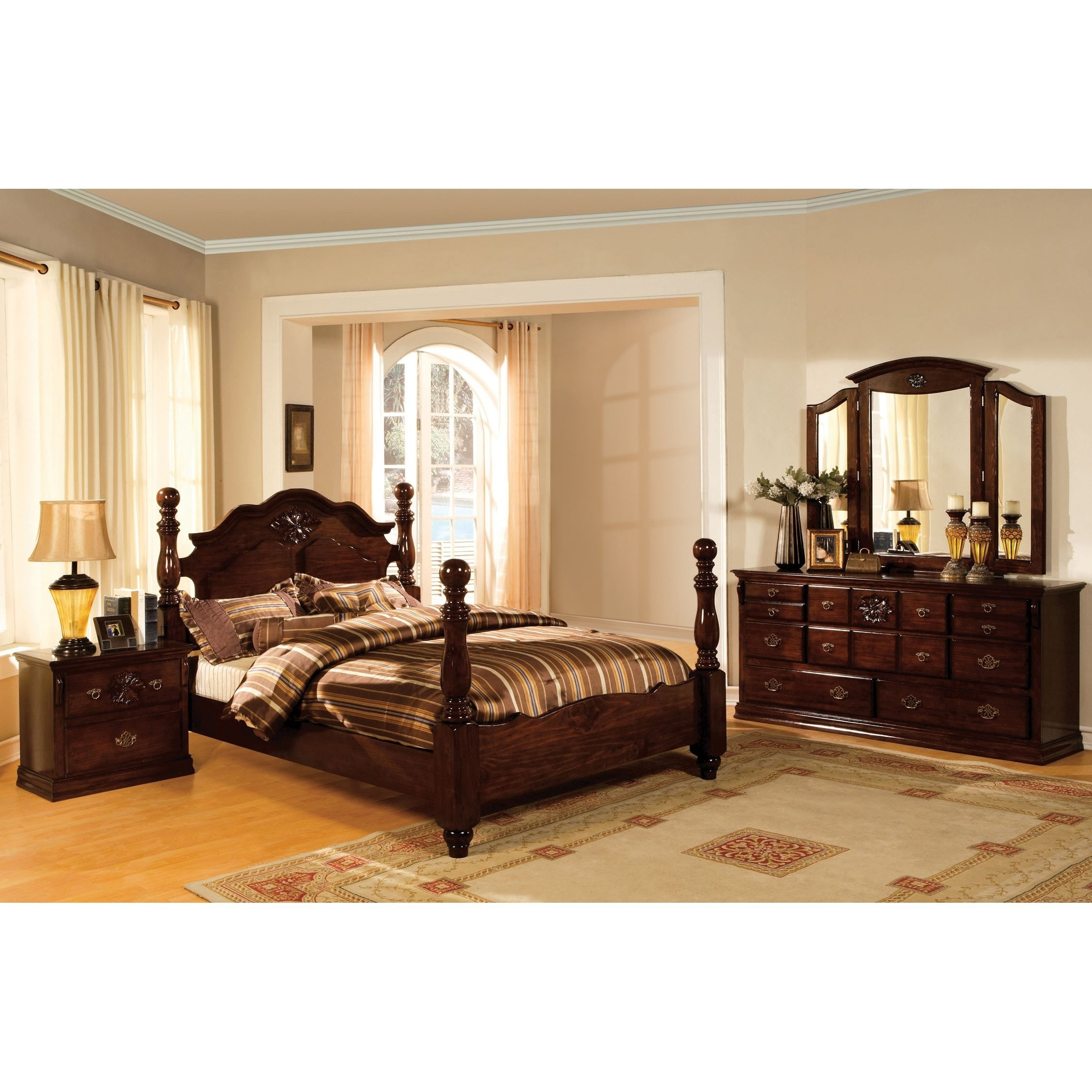 Weston Traditional Glossy Dark Pine 4-piece Poster Bedroom Set