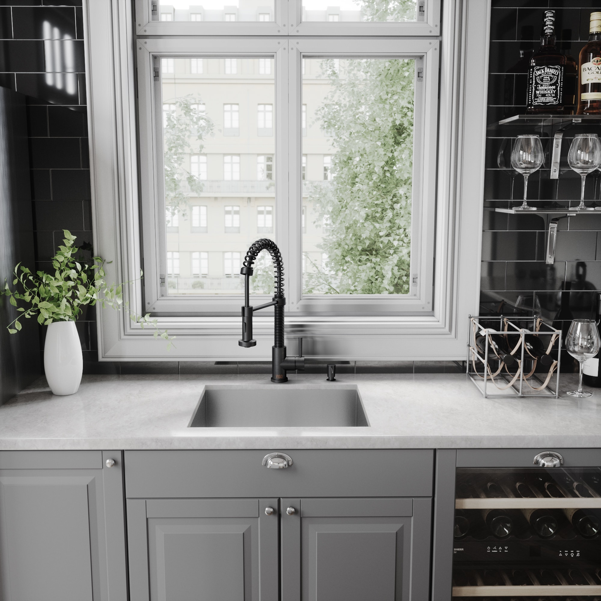 VIGO Edison Matte Black Pull-Down Spray Kitchen Faucet - Free ...
