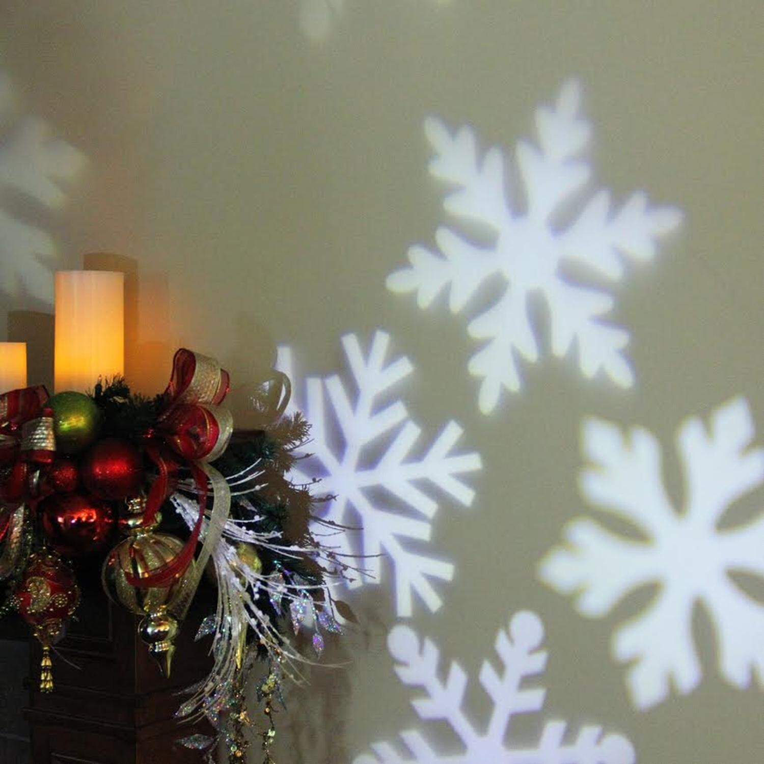 shop outdoor led snowflake christmas light projector with remote control black free shipping today overstockcom 16540152