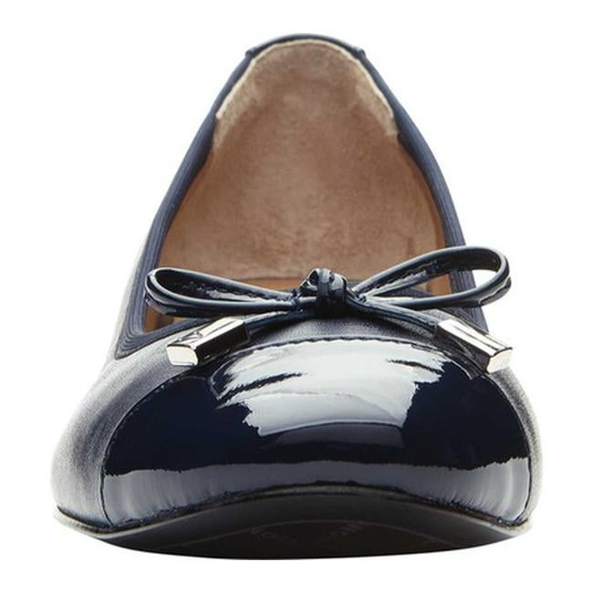 32e0840d30f5 Shop Vionic Women s Daphne Cap Toe Heel Navy Leather - Free Shipping Today  - Overstock - 21692059