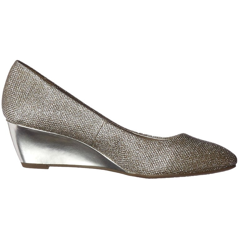 a82b18967f1 Shop Bandolino Womens Franci Closed Toe Wedge Pumps - Free Shipping On  Orders Over  45 - Overstock - 18798862