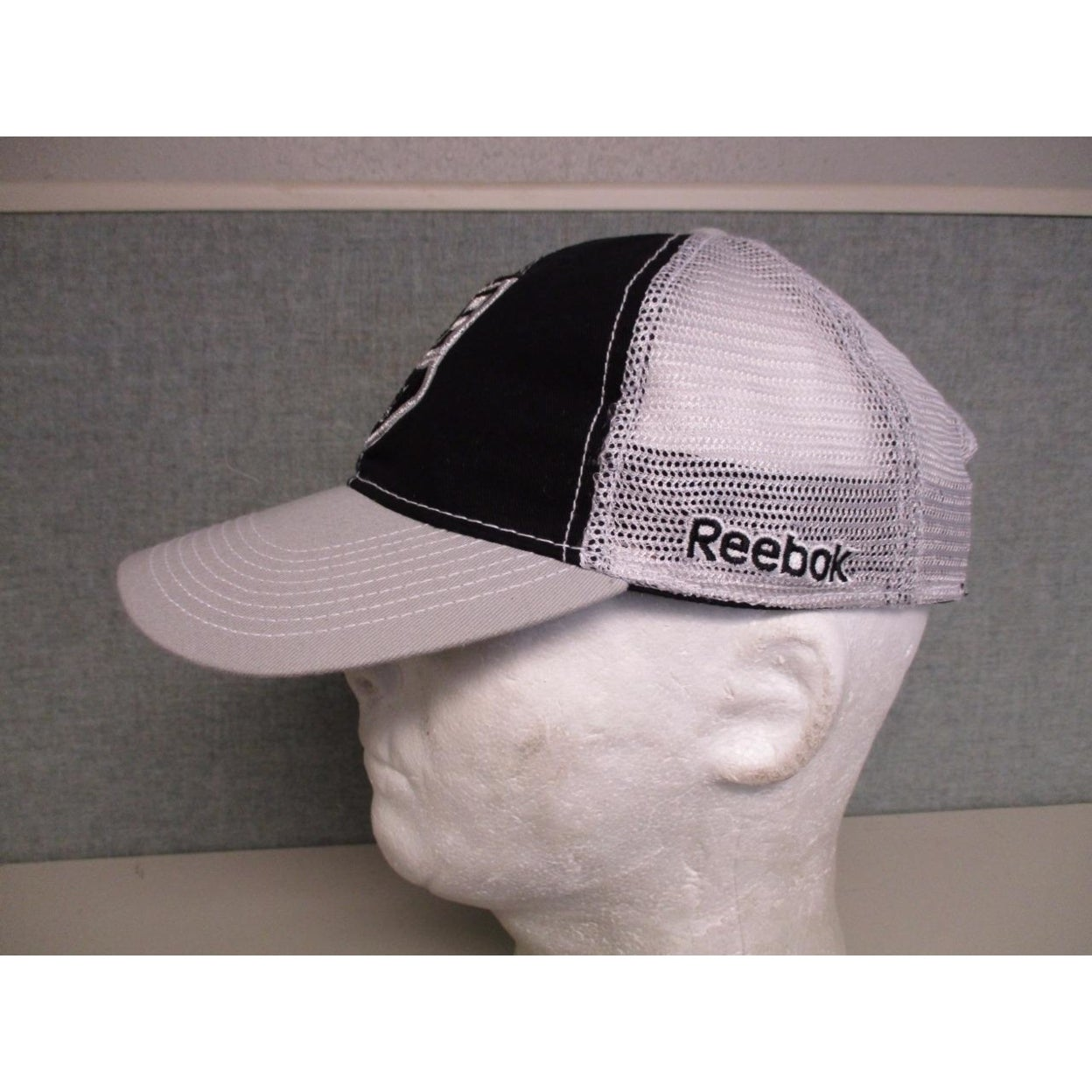 wholesale dealer 5ca23 cb643 Shop Los Angeles La Kings Mens Adult Osfa Reebok Trucker Snapback Hat  20 -  On Sale - Free Shipping On Orders Over  45 - Overstock - 23070732