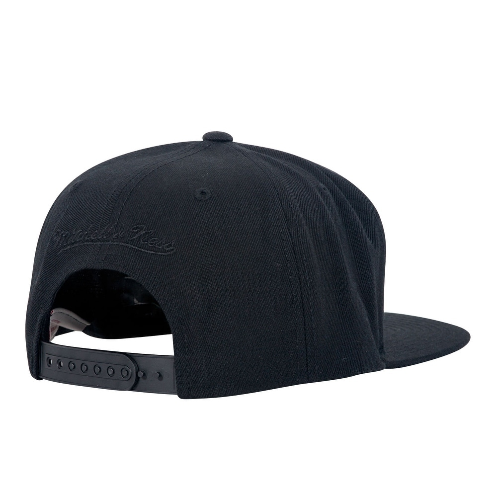 best sneakers 7fe5b d3b83 Shop Mitchell   Ness Cropped XL Logo Snapback - Warriors The City - Black -  Free Shipping On Orders Over  45 - Overstock - 16948493