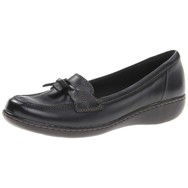 86dc9933922 Shop Clarks Womens Ashland Bubble Leather Closed Toe Loafers - Free  Shipping On Orders Over  45 - Overstock - 20742789