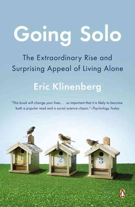 Going Solo: The Extraordinary Rise and Surprising Appeal of Living Alone (Paperback)