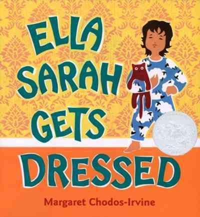 Ella Sarah Gets Dressed (Board book)
