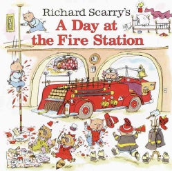 A Day at the Fire Station (Paperback)