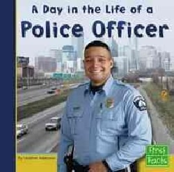 A Day in the Life of a Police Officer (Hardcover)