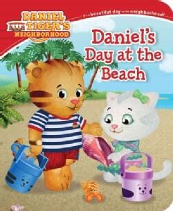 Daniel's Day at the Beach (Board book)