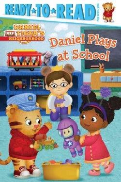 Daniel Plays at School (Paperback)