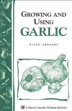 Growing and Using Garlic (Paperback)