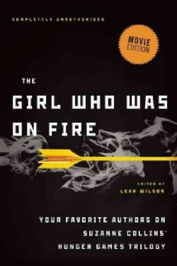 The Girl Who Was on Fire: Your Favorite Authors on Suzanne Collins' Hunger Games Trilogy (Paperback)