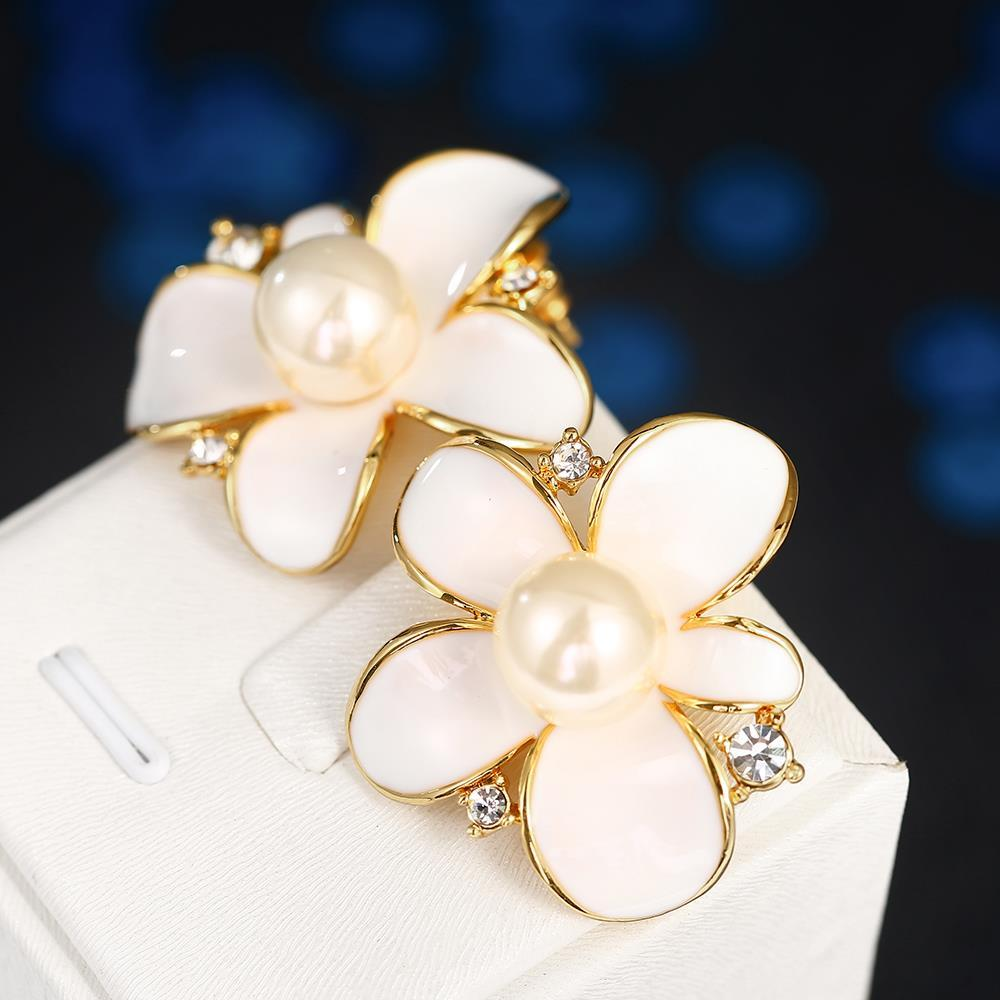 Vienna Jewelry 18K Gold Ivory Floral Petal with Pearl Centerpiece Made with Swarovksi Elements