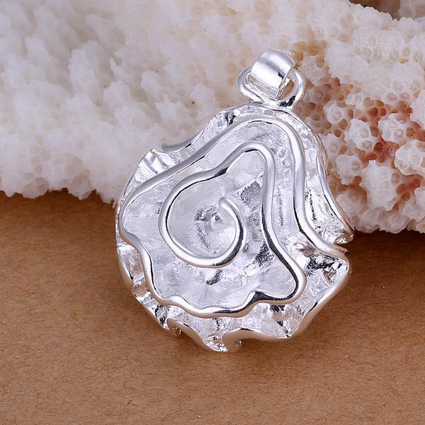 Vienna Jewelry Sterling Silver Petite Floral Petal Pendant