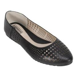Women's Cliffs by White Mountain Swerve Ballet Flat Black Smooth Synthetic