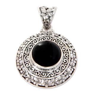 Handmade Sterling Silver 'Frangipani Secrets' Onyx Pendant (Indonesia)
