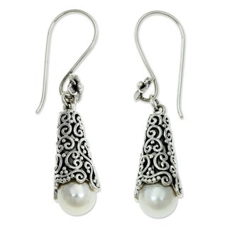 Handmade Silver 'White Arabesque Dewdrop' Pearl Earrings (8mm) (Indonesia)