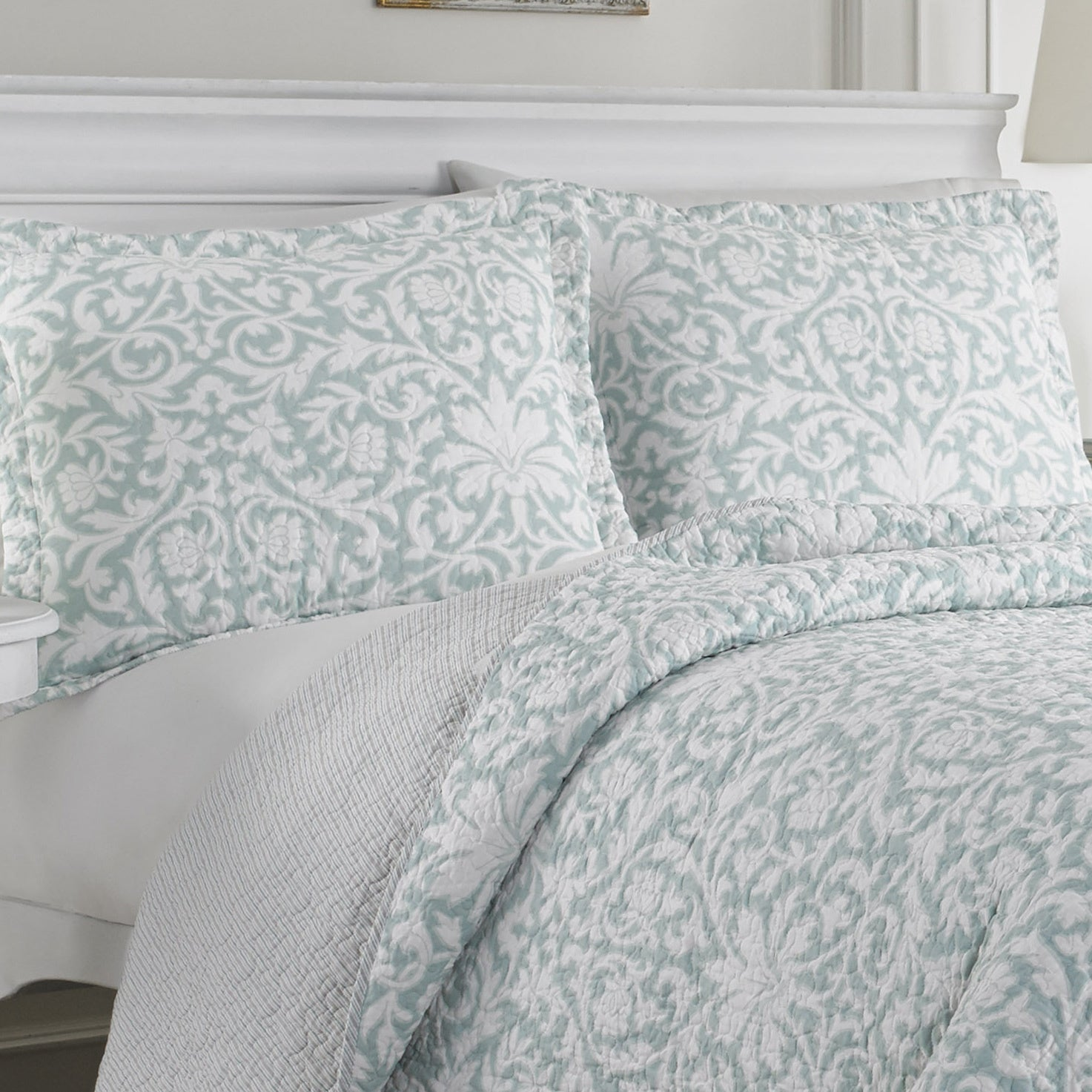 Laura Ashley Mia Reversible 3 Piece Cotton Quilt Set On Sale Overstock 10011790