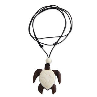 Handcrafted Sono Wood 'Bali Sea Turtle' Bone Necklace (Indonesia)