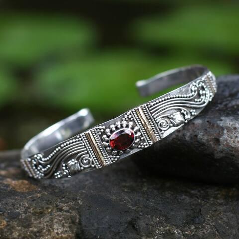 Handmade Sterling Silver Gold Overlay 'Paradise' Garnet Bracelet (Indonesia)