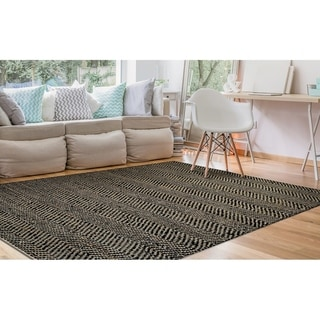"Hand-Loomed Green Leaves Frost Black Area Rug - 7'10"" x 10'10"""