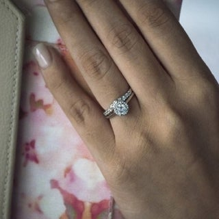 10k Gold 1/5ct TDW Diamond Classic Curved Shadow Band (G-H, I2-I3)