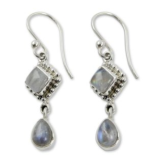 Handmade Sterling Silver 'Queen of Diamonds' Rainbow Moonstone Earrings (India)