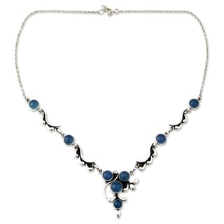 Handmade Sterling Silver 'Sky Garland' Chalcedony Necklace (India)