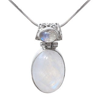 Handmade Sterling Silver Rainbow Moonstone Pendant (India)