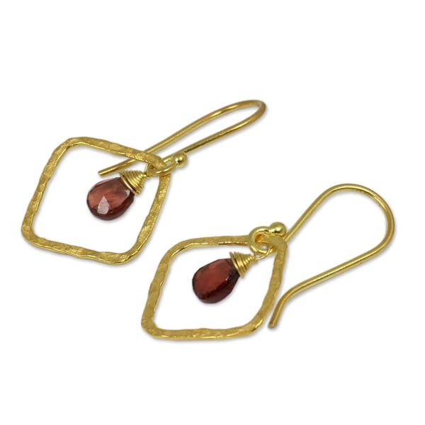 Handmade Gold Overlay 'Swinging Rhombus' Garnet Earrings (Thailand)