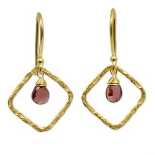 Handmade Gold Overlay 'Swinging Rhombus' Garnet Earrings (Thailand)