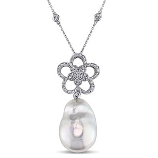 Miadora Signature Collection 14k White Gold Freshwater Pearl 5/8ct TDW Diamond Flower Necklace (G-H, SI1-SI2) (17-18mm)