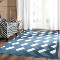 Safavieh Indoor/ Outdoor Courtyard Navy/ Beige Rug - 5'3 x 7'7