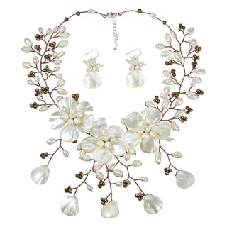 Handmade Enchanted Daisies Mother of Pearl Ray Jewelry Set (Thailand)