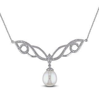 Miadora Silver 10k White Gold Cultured Freshwater White Pearl and 1/10ct TDW Diamond Necklace (G-H, I2-I3) (10-10.5mm)