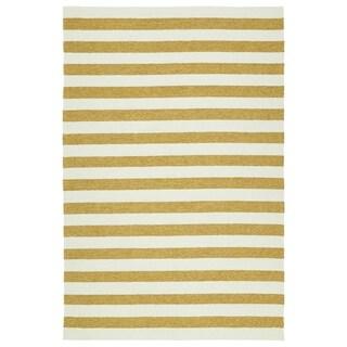 Handmade Indoor/ Outdoor Getaway Gold Stripes Rug (8' x 10') - 8' x 10'