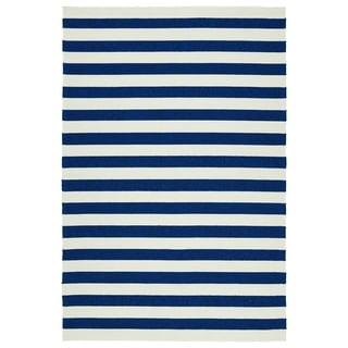 Handmade Indoor/ Outdoor Getaway Navy Stripes Rug (5' x 7'6)