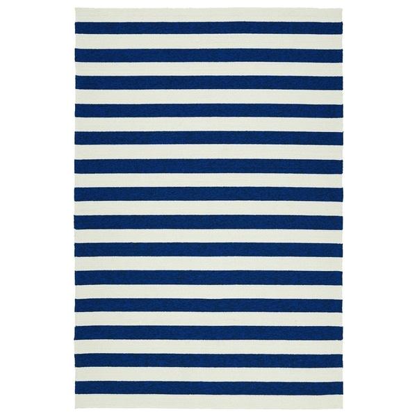Handmade Indoor/ Outdoor Getaway Navy Stripes Rug (9' x 12') - 9' x 12'