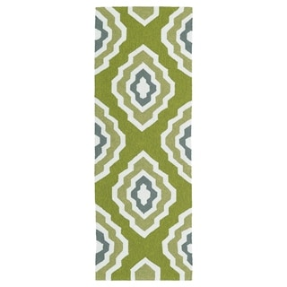 Handmade Indoor/ Outdoor Getaway Apple Green Geo Rug (2' x 6') - 2' x 6'