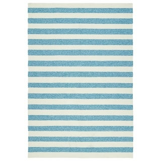Handmade Indoor/ Outdoor Getaway Blue Stripes Rug (4' x 6') - 4' x 6'