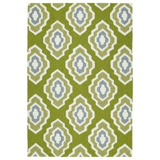 Handmade Indoor/ Outdoor Getaway Apple Green Geo Rug (2' x 3')