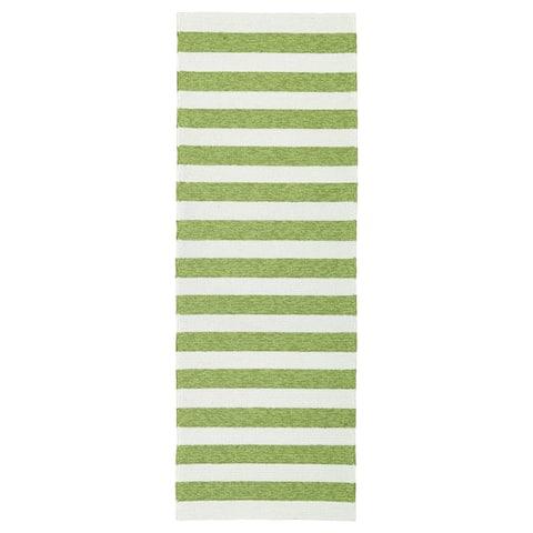 Handmade Indoor/ Outdoor Getaway Apple Green Stripes Rug - 2' x 6'