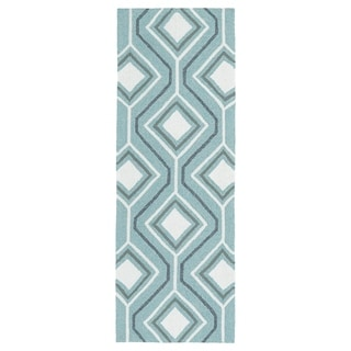 Handmade Indoor/ Outdoor Getaway Light Blue Geo Rug (2' x 6') - 2' x 6'