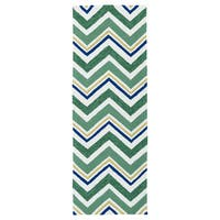 Handmade Indoor/ Outdoor Getaway Emerald Chevron Rug - 2' x 6'