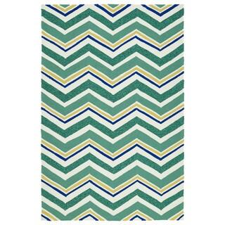 Handmade Indoor/ Outdoor Getaway Emerald Chevron Rug (4' x 6') - 4' x 6'