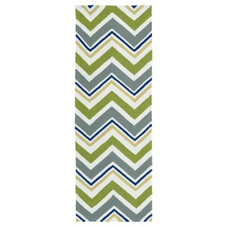 Handmade Indoor/ Outdoor Getaway Green Chevron Rug (2' x 6')